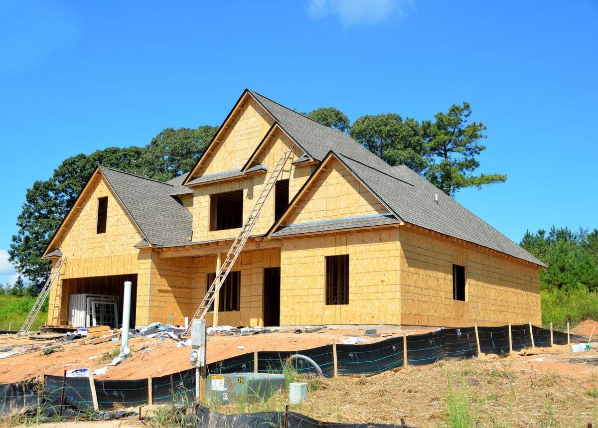 Ściśle z aktualnymi nakazami nowo wznoszone domy muszą być gospodarcze.